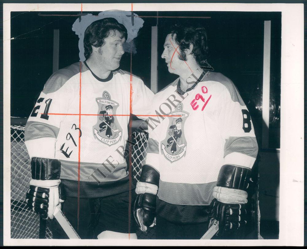 BS-PHOTO-bok-064-Kent-Douglas-Hockey-Player